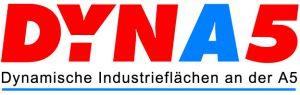 Das Logo von DYNA5 besteht aus roten und blauen Buchstaben sowie dem schwarzen Schriftzug
